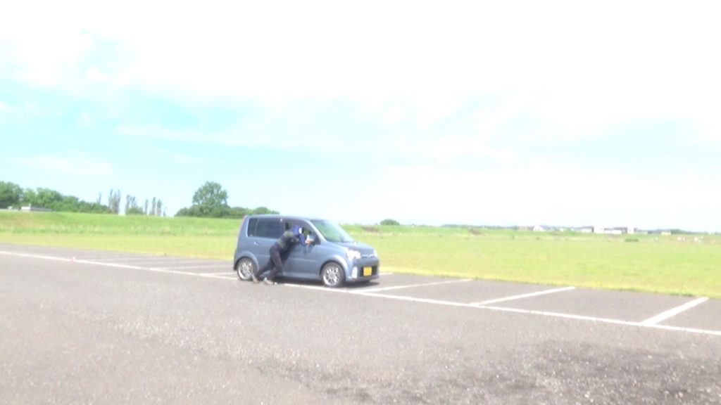 実際に「車を道路の端に寄せる」場面を想定したコースで再計測
