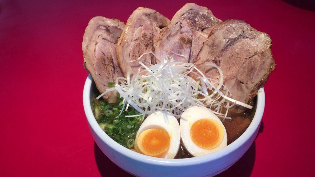 チャーシュー麺(正油)950円(税込)+味たま(無料)