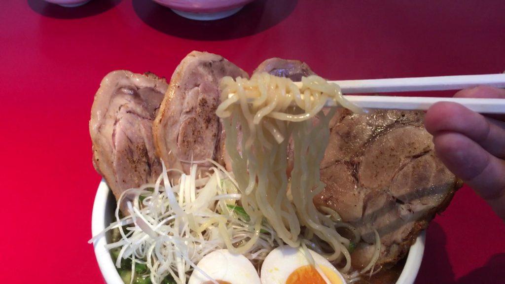 道産小麦を配合したモッチリ触感の麺