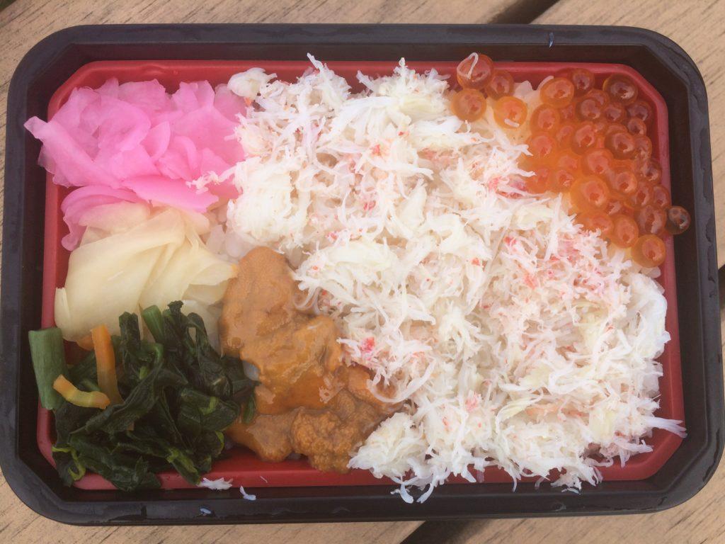 海鮮丼(弁当)「兆」の「三色めし」(蒸しウニ)