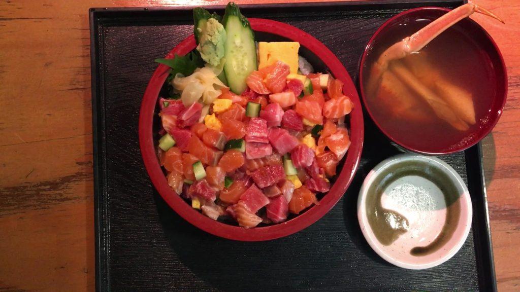 おすすめの「カニ汁」320円(税別)