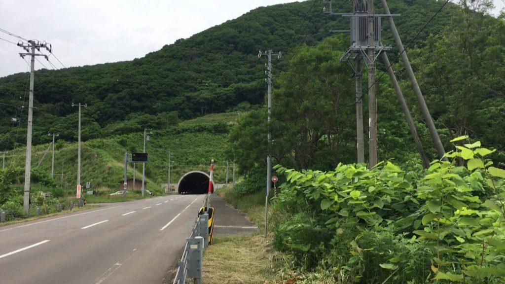 観測場所から見た「兜トンネル」